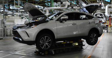 Toyota зупинила зборку автомобілів на дев'яти заводах