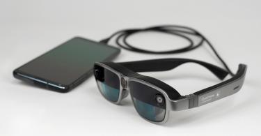 Qualcomm показала правильний варіант розумних окулярів