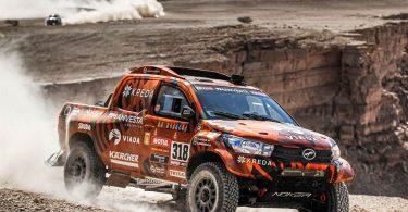 Ралійний Toyota Hilux продають за ціною семи звичайних пікапів