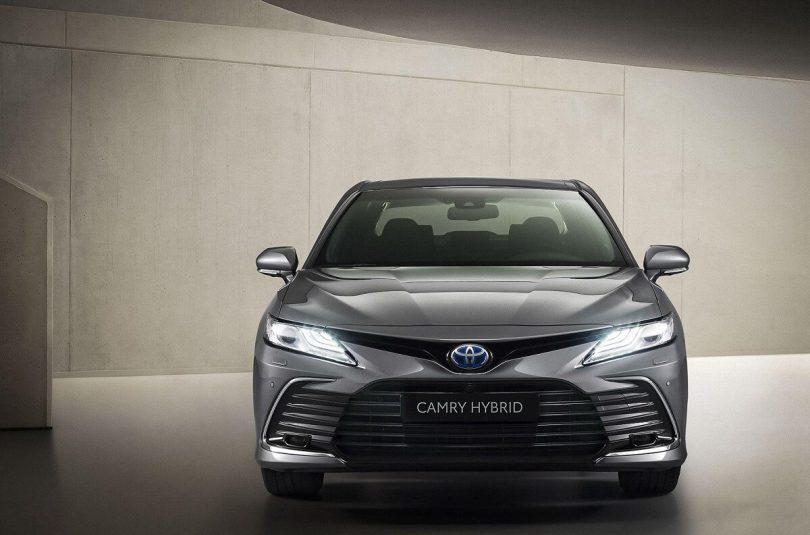Toyota Camry 2021 року