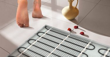 Розумна підлога вміє виробляти енергію при ходьбі по ній