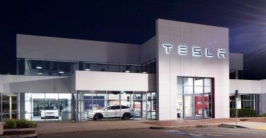 Tesla пред'явила клієнту позов на 19 мільйонів гривень за критику в соцмережах