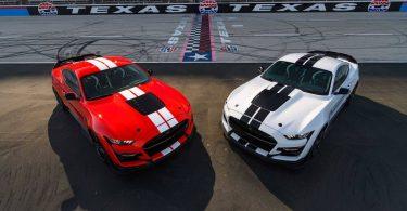 Ford прикрасив Mustang Shelby GT500 деталями з вуглеволокна
