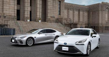 Toyota Mirai і Lexus LS