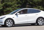 Tesla Y без водія