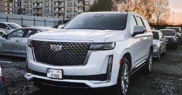 У Києві помітили новий розкішний позашляховик Cadillac
