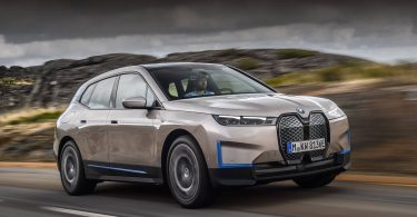 В Україні стартували продажі електричного кросовера BMW iX