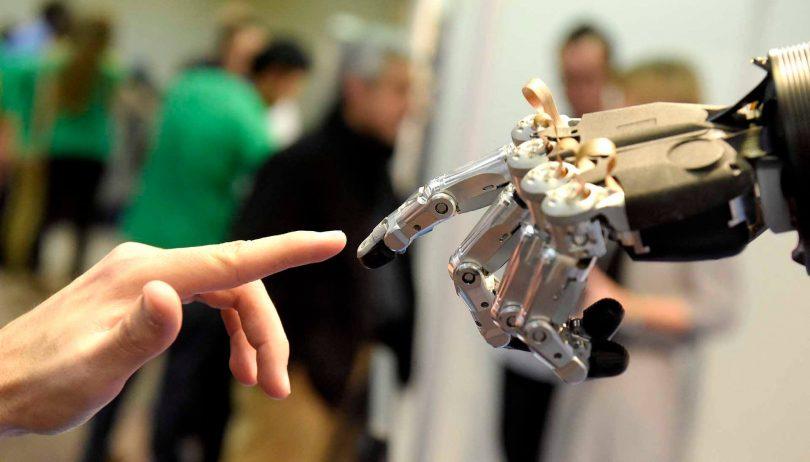 Робот і людина