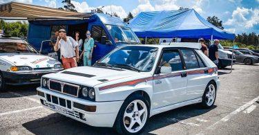 В Києві помітили легендарний спорткар Lancia