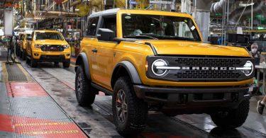 Ford запропонував своїм дилерам купувати клієнтам випивку за довге очікування Bronco