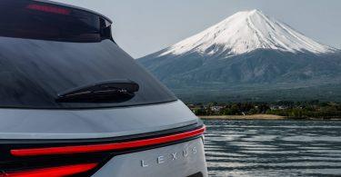Lexus NX готується до зміни покоління: нова фотографія і дата дебюту