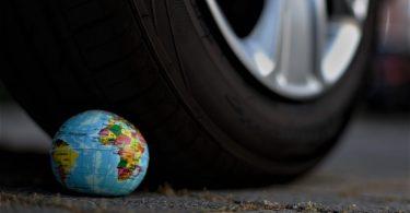 Земля і автомобілі