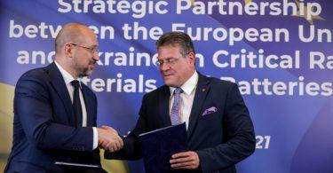 """Україна і ЄС підписали """"сировинну"""" угоду"""