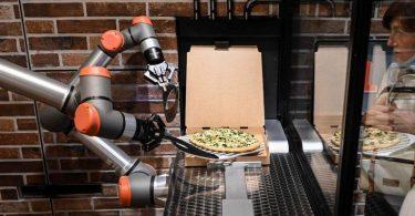 Перша повністю роботизована піцерія [ВІДЕО]