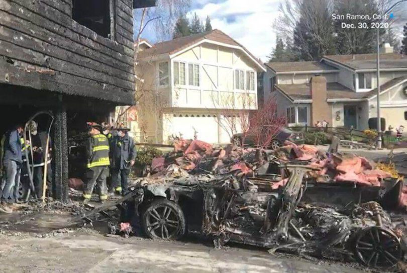 Згорів дім з Tesla