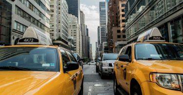 Нью-Йорк заборонила продаж автомобілів з ДВС після 2035 року