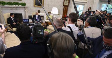 Зеленський обговорив з Байденом Крим