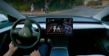 Нову прошивку Tesla за $ 10 000 отримають не всі, хто її купив