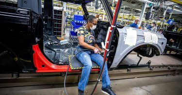Підраховано, скільки грошей світовий автопром втратить через дефіцит чіпів